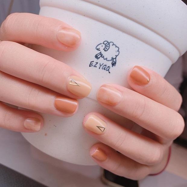 """12 mẫu nail đính hoạ tiết đơn giản mà """"đẹp banh"""": Nàng nào không thích diêm dúa thì mời vào - Ảnh 9."""