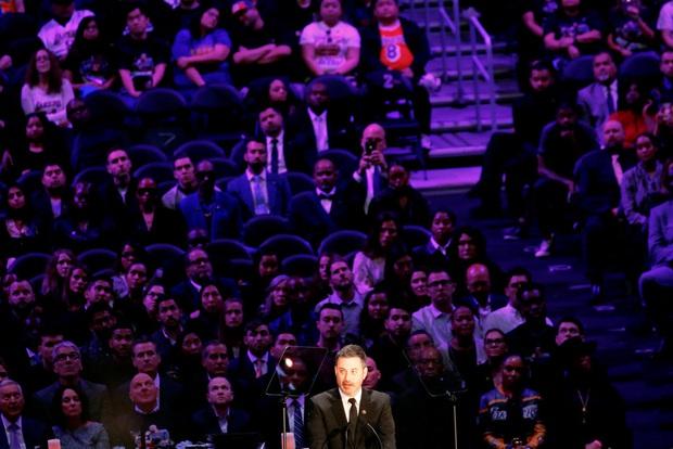 Lễ tưởng niệm Kobe Bryant: Jennifer Lopez - Michael Jordan bật khóc bên dàn sao, Alicia Keys - Beyonce biểu diễn trước 20.000 người - Ảnh 17.
