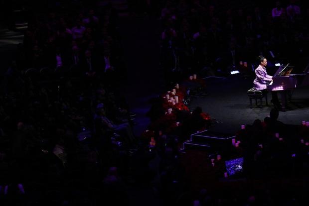 Lễ tưởng niệm Kobe Bryant: Jennifer Lopez - Michael Jordan bật khóc bên dàn sao, Alicia Keys - Beyonce biểu diễn trước 20.000 người - Ảnh 5.