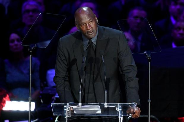 Lễ tưởng niệm Kobe Bryant: Jennifer Lopez - Michael Jordan bật khóc bên dàn sao, Alicia Keys - Beyonce biểu diễn trước 20.000 người - Ảnh 10.