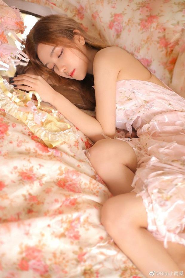Vượt mặt cả nữ thần Candice, cô nàng này được ca ngợi là Nữ MC đẹp nhất Trung Quốc vì quá gợi cảm - Ảnh 3.