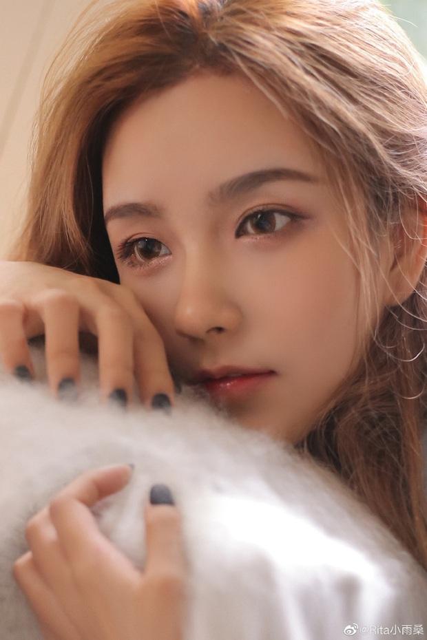 Vượt mặt cả nữ thần Candice, cô nàng này được ca ngợi là Nữ MC đẹp nhất Trung Quốc vì quá gợi cảm - Ảnh 4.
