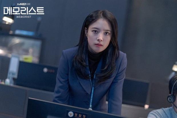 Yoo Seung Ho có sức mạnh siêu nhiên, cùng tình trẻ của Ji Sung truy bắt kẻ giết người trong Memorist - Ảnh 5.
