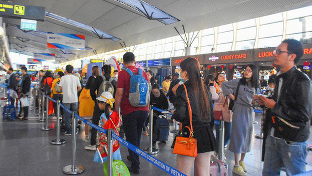 Việt Nam tạm dừng nhập cảnh các trường hợp đến từ vùng dịch ở Hàn Quốc - Ảnh 1.