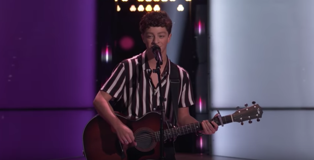 The Voice US: Blake Shelton đưa một chú cún cực yêu ra đối đầu với Nick Jonas - Ảnh 2.