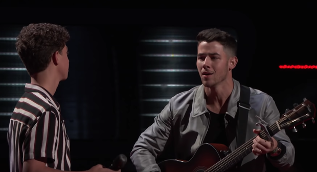 The Voice US: Blake Shelton đưa một chú cún cực yêu ra đối đầu với Nick Jonas - Ảnh 4.