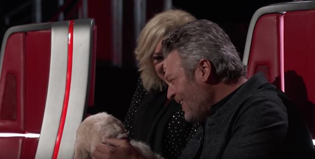 The Voice US: Blake Shelton đưa một chú cún cực yêu ra đối đầu với Nick Jonas - Ảnh 7.