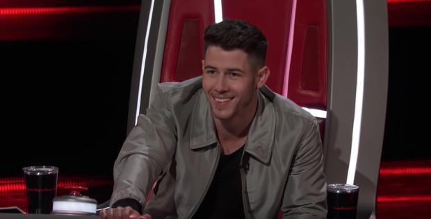 The Voice US: Blake Shelton đưa một chú cún cực yêu ra đối đầu với Nick Jonas - Ảnh 11.