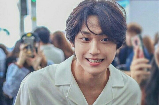 Vừa thoát kiếp nam phụ số khổ, trai 18 Lee Do Hyun gây sốc khi yêu đàn chị U40 trong phim mới? - Ảnh 5.