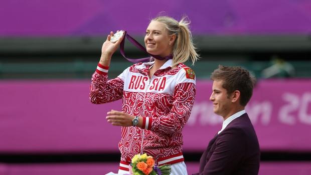 Nữ thần Maria Sharapova chính thức giải nghệ: Cùng nhìn lại những bức ảnh đáng nhớ trong sự nghiệp của nữ VĐV tennis quyến rũ bậc nhất lịch sử - Ảnh 10.