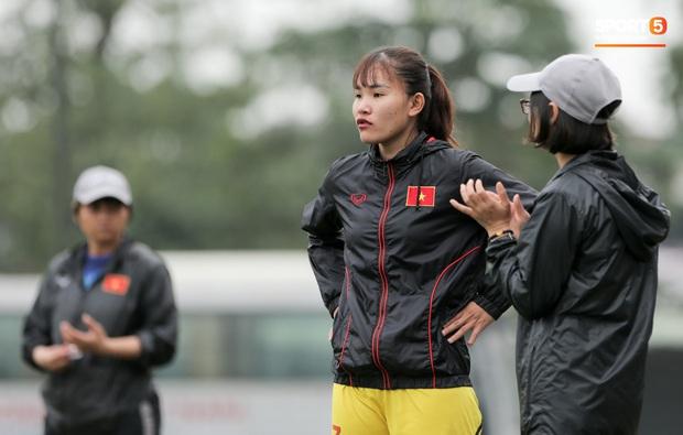 Đứt dây chằng 2 tháng trước, tuyển thủ nữ Việt Nam vẫn chưa được phẫu thuật - Ảnh 1.