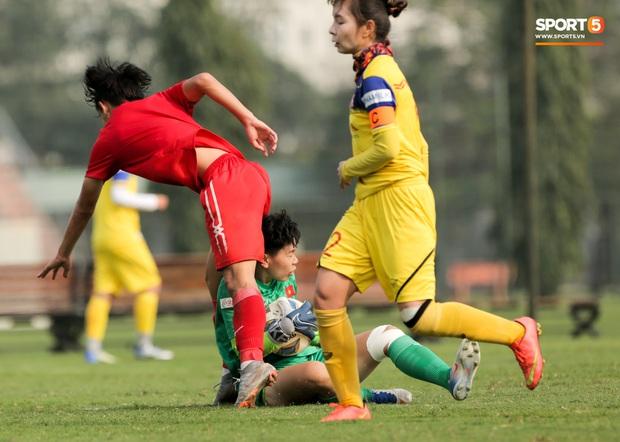 Cầu thủ 15 tuổi hất bay tuyển thủ nữ Việt Nam trong trận đấu giao hữu tại Hà Nội - Ảnh 3.