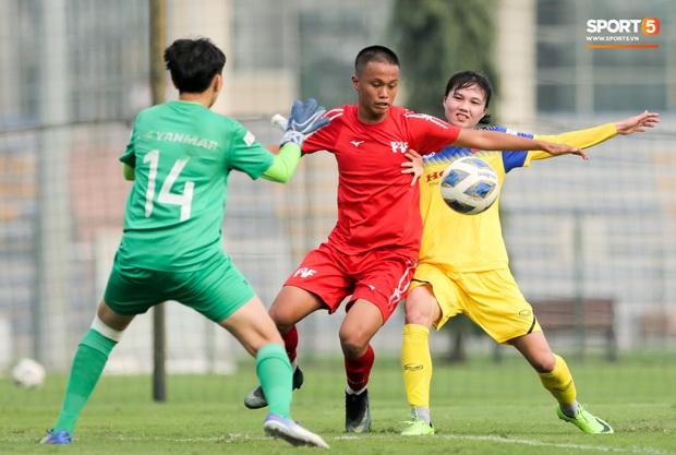 Cầu thủ 15 tuổi hất bay tuyển thủ nữ Việt Nam trong trận đấu giao hữu tại Hà Nội - Ảnh 1.