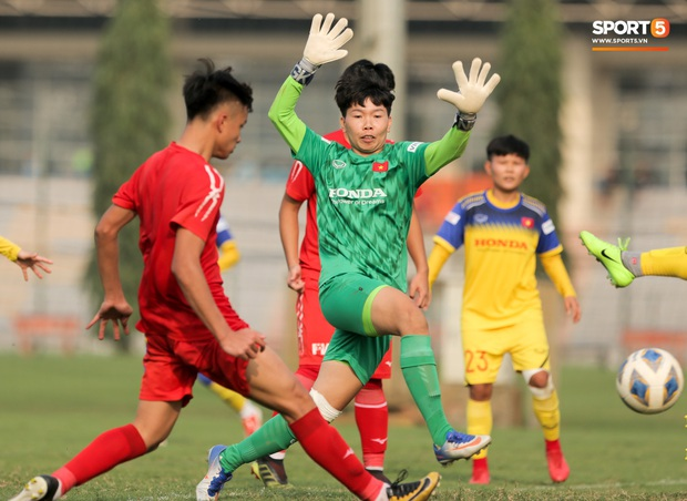Cầu thủ 15 tuổi hất bay tuyển thủ nữ Việt Nam trong trận đấu giao hữu tại Hà Nội - Ảnh 5.