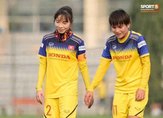 Cầu thủ 15 tuổi hất bay tuyển thủ nữ Việt Nam trong trận đấu giao hữu tại Hà Nội - Ảnh 7.