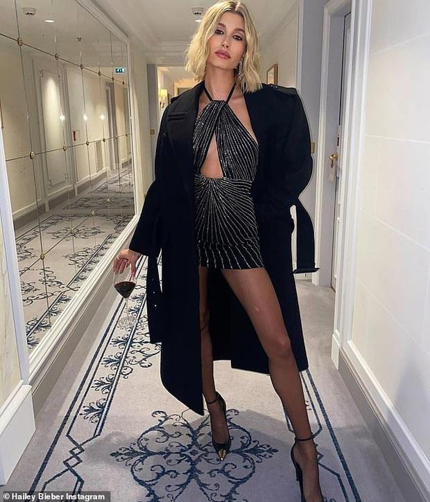 2 mỹ nhân Hollywood đại náo show Paris: Bà xã Justin khí chất ngút ngàn, Bạch Tuyết Lily Collins thả rông táo bạo - Ảnh 6.