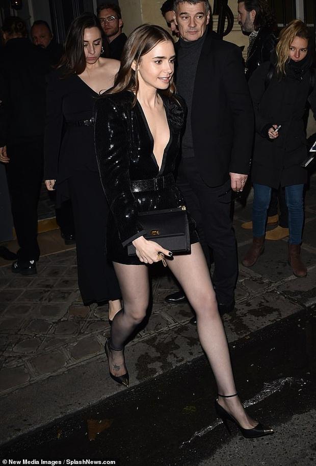 2 mỹ nhân Hollywood đại náo show Paris: Bà xã Justin khí chất ngút ngàn, Bạch Tuyết Lily Collins thả rông táo bạo - Ảnh 11.