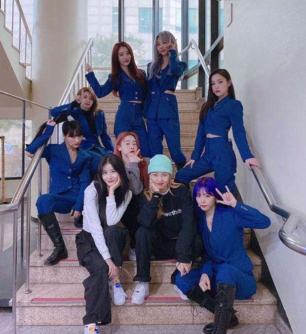 Vũ công mặt nạ của nhóm nữ concept rùng rợn gây tò mò: Có fancam riêng, từng làm việc với DBSK, Red Velvet, Somi - Ảnh 3.