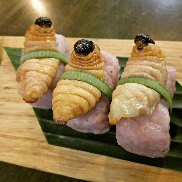 Rùng mình trước loại sushi ngoe nguẩy mà không phải thực khách nào cũng đủ can đảm ăn thử một lần - Ảnh 4.