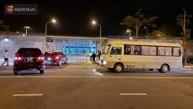 Ảnh: Nhóm khách từ tâm dịch Daegu Hàn Quốc đến Đà Nẵng đã lên máy bay trở về nước ngay trong đêm - Ảnh 6.