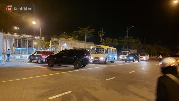 Ảnh: Nhóm khách từ tâm dịch Daegu Hàn Quốc đến Đà Nẵng đã lên máy bay trở về nước ngay trong đêm - Ảnh 3.