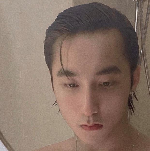 """Visual đẹp xuất sắc của Sơn Tùng: Cởi áo khoe body """"sương sương"""", tóc ướt vuốt gọn đúng chuẩn chủ tịch không chê vào đâu được! - Ảnh 2."""