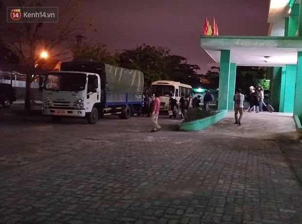 Ảnh: Nhóm khách từ tâm dịch Daegu Hàn Quốc đến Đà Nẵng đã lên máy bay trở về nước ngay trong đêm - Ảnh 1.