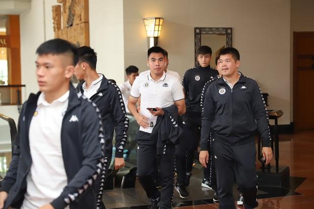 Dàn cầu thủ Hà Nội FC tươi rói dự lễ xuất quân mùa giải 2020 - Ảnh 5.