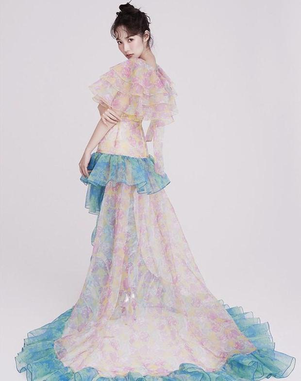 """Cùng một chiếc váy nhưng đến 3 kiểu """"biến hình"""": Stylist YG trổ tài giúp Rosé thắng thế trước Nancy, Park Min Young - Ảnh 8."""