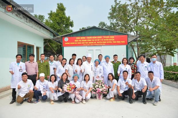 Niềm vui của các bác sĩ ở Vĩnh Phúc ngày bệnh nhân COVID-19 cuối cùng xuất viện - Ảnh 7.