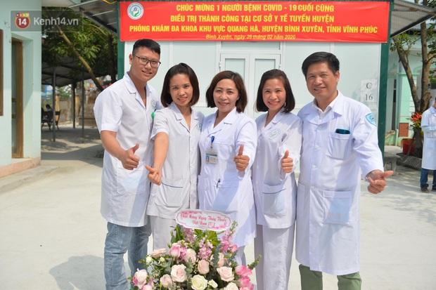 Niềm vui của các bác sĩ ở Vĩnh Phúc ngày bệnh nhân COVID-19 cuối cùng xuất viện - Ảnh 5.