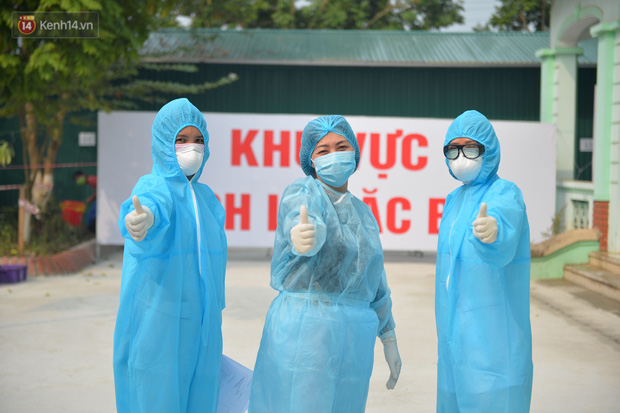 Niềm vui của các bác sĩ ở Vĩnh Phúc ngày bệnh nhân COVID-19 cuối cùng xuất viện - Ảnh 6.
