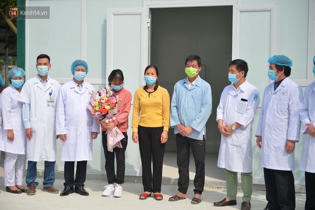 Niềm vui của các bác sĩ ở Vĩnh Phúc ngày bệnh nhân COVID-19 cuối cùng xuất viện - Ảnh 3.