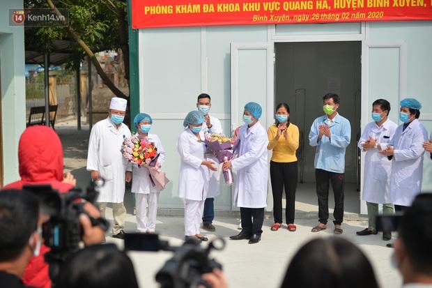 Niềm vui của các bác sĩ ở Vĩnh Phúc ngày bệnh nhân COVID-19 cuối cùng xuất viện - Ảnh 4.