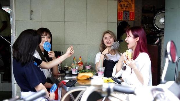 Nhìn xem, quá trời idol Hàn Quốc mê mẩn bánh mì trứ danh của Việt Nam nè! - Ảnh 18.
