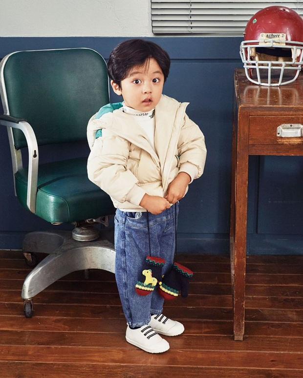 Nhóc tỳ được chuyển giới thành con gái Kim Tae Hee: Mẫu nhí nam có gương mặt như thiên thần, 5 tuổi đã quá tài năng - Ảnh 11.