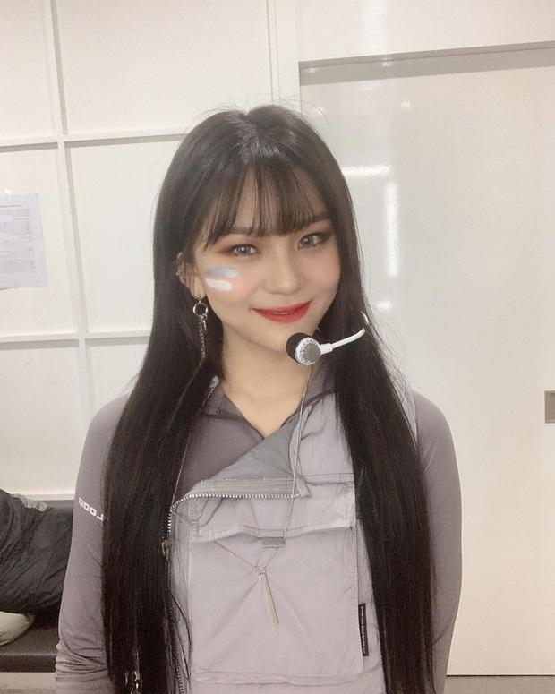 Vẫn biết Umji (G-Friend) đã lột bỏ mác nữ idol xấu nhất lịch sử Kpop nhưng thay đổi ngoạn mục đến thế này thì đúng là ngỡ ngàng - Ảnh 1.