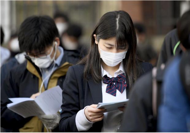 444.000 học sinh Nhật bước vào kỳ thi Đại học giữa mùa dịch: Vừa thi vừa đeo khẩu trang, thí sinh nhiễm Covid-19 không được dự thi - Ảnh 5.