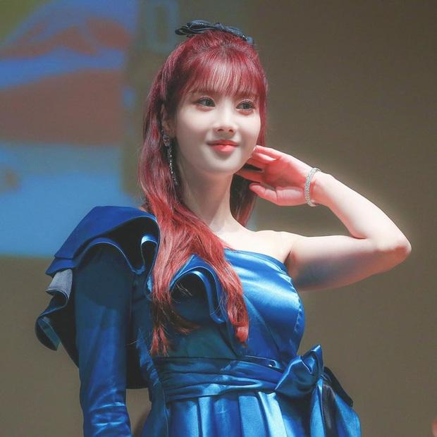 """Băng đô, chun buộc tóc nơ to """"lên ngôi"""" xuân này: Sao Hàn ai cũng diện, đáng nể nhất Irene vì """"hack tuổi"""" liên hoàn - Ảnh 8."""