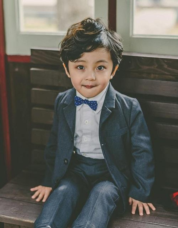 Nhóc tỳ được chuyển giới thành con gái Kim Tae Hee: Mẫu nhí nam có gương mặt như thiên thần, 5 tuổi đã quá tài năng - Ảnh 3.