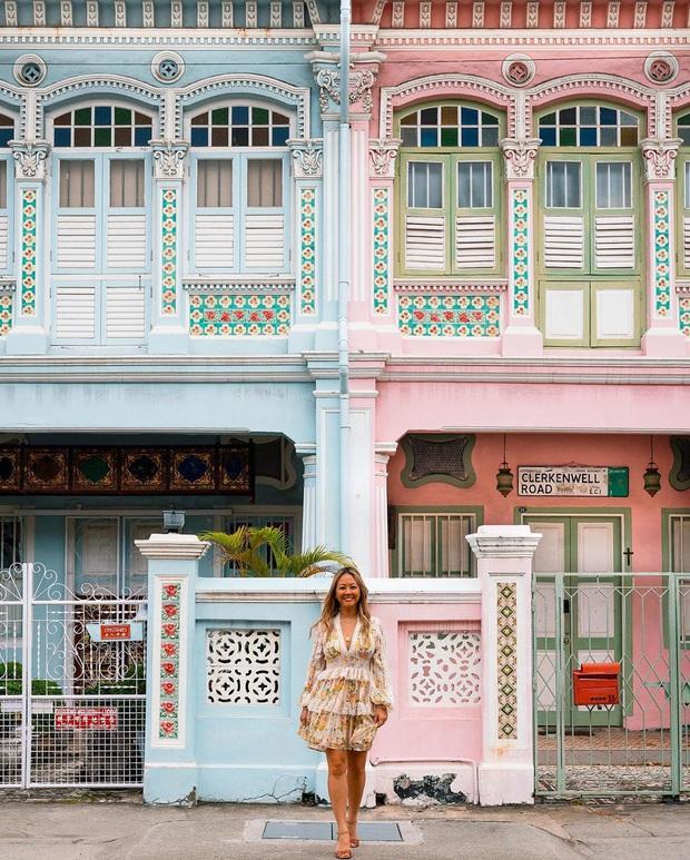 """Vừa phát hiện con phố 7 sắc cầu vồng cực hiếm người biết ở Singapore, hình sống ảo cứ tăng dần đều mỗi ngày vì background quá """"xịn"""" - Ảnh 2."""