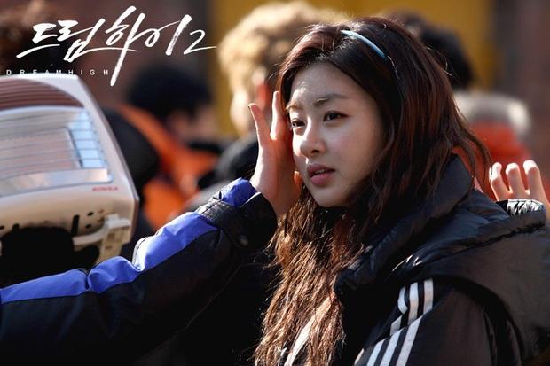 Bạn gái hiếm hoi Hyun Bin chịu công khai Kang Sora: Cô gái mũm mĩm giảm 30kg thành chân dài nóng bỏng và mối tình tốn nhiều giấy mực - Ảnh 2.