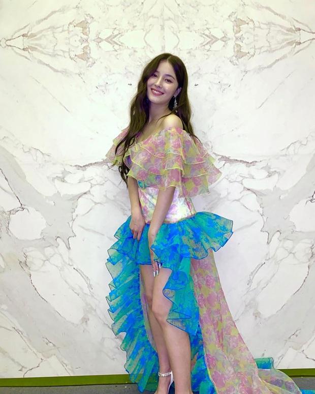 """Cùng một chiếc váy nhưng đến 3 kiểu """"biến hình"""": Stylist YG trổ tài giúp Rosé thắng thế trước Nancy, Park Min Young - Ảnh 5."""