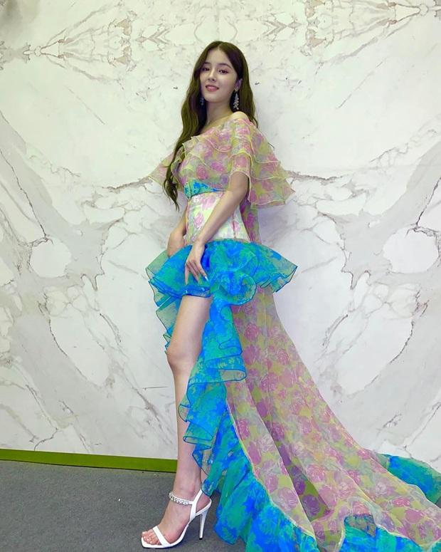 """Cùng một chiếc váy nhưng đến 3 kiểu """"biến hình"""": Stylist YG trổ tài giúp Rosé thắng thế trước Nancy, Park Min Young - Ảnh 4."""