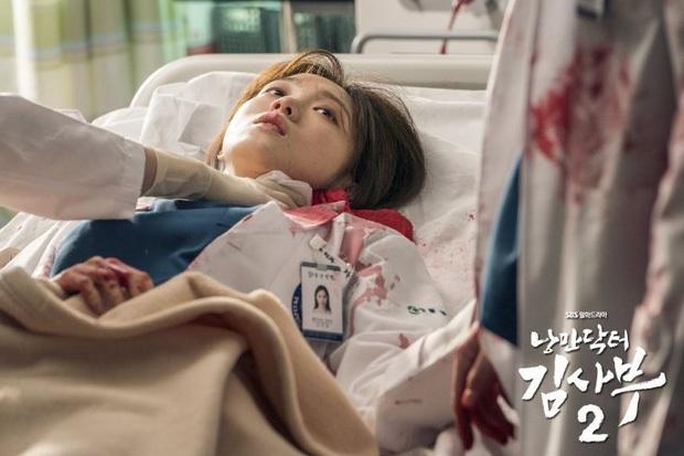 10 khoảnh khắc nhớ ơi là nhớ ở Người Thầy Y Đức 2: Làm gì thì làm, không thể thiếu nụ hôn cháy bỏng của Ahn Hyo Seop và chị đẹp! - Ảnh 3.