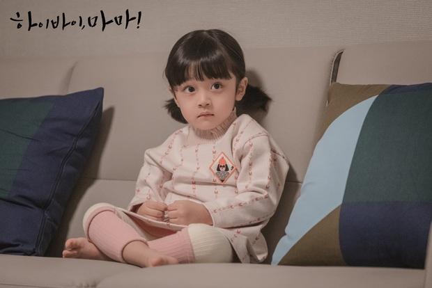 Nhóc tỳ được chuyển giới thành con gái Kim Tae Hee: Mẫu nhí nam có gương mặt như thiên thần, 5 tuổi đã quá tài năng - Ảnh 4.