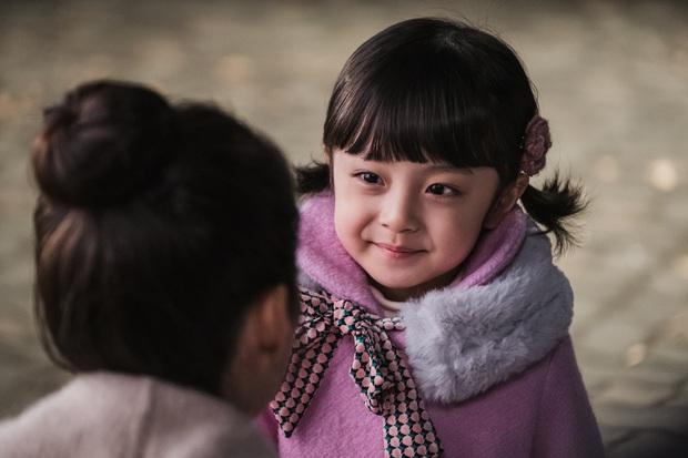 Nhóc tỳ được chuyển giới thành con gái Kim Tae Hee: Mẫu nhí nam có gương mặt như thiên thần, 5 tuổi đã quá tài năng - Ảnh 5.