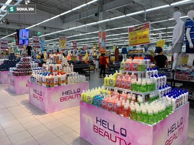 Giá nước rửa tay khô lao dốc trong mùa dịch Covid-19 khi quay lại siêu thị ở Hà Nội - Ảnh 2.