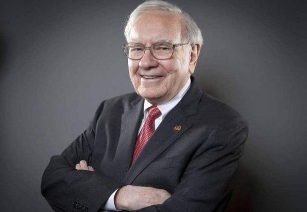 Cuối cùng tỷ phú Warren Buffett cũng chịu dùng iPhone, bỏ chiếc điện thoại cùi 20 USD ngày trước - Ảnh 1.