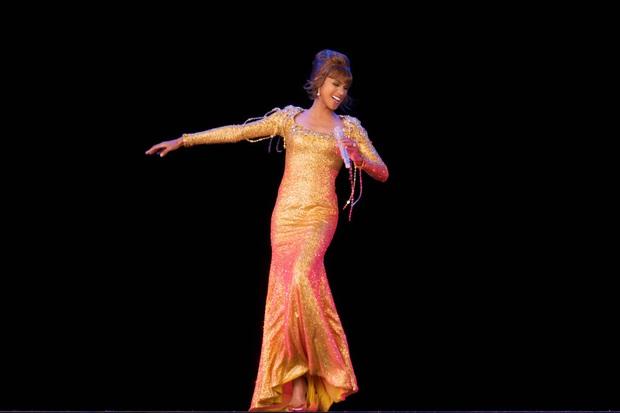 Huyền thoại Whitney Houston hồi sinh đi tour bằng hình chiếu 3D: Công nghệ đột phá hay là lợi dụng danh tiếng? - Ảnh 2.
